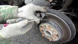 видео Как менять задние тормозные колодки на Форд Фокус 2 ?