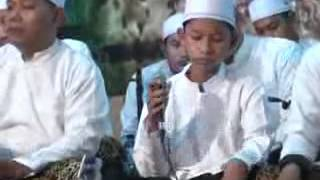 Download lagu Sholawat busrolana
