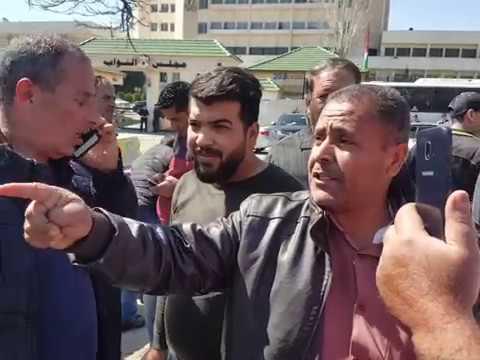 -إضراب الحسم - لسائقي التكسي الأصفر أمام مجلس النواب.  - 09:54-2019 / 3 / 19
