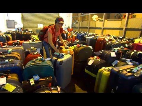 基隆港提領行李準備搭車 Keelung port (Taiwan)