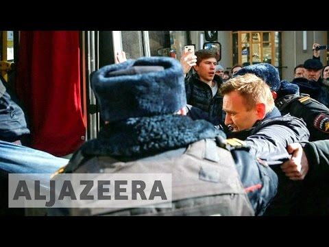 Russian opposition leader held in anti-corruption rally