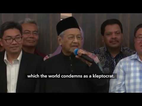Mahathir, 92, Sworn In as Malaysia's Leader to Cement Power Shift