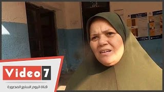 سيدة تدلى بصوتها فى الانتخابات بالحلمية: