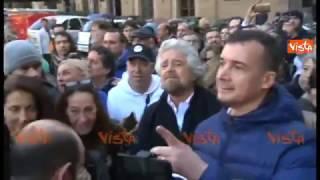 Grillo in piazza insieme a Rocco Casalino