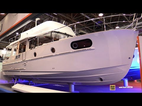 2018 Beneteau Swift Trawler 44 - Walkaround - 2018 Boot Dusseldorf Boat Show
