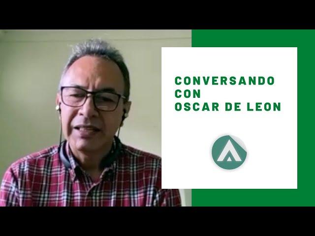 Conversando con Oscar de León