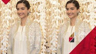 Sonam Kapoor Flaunts Her Indian Look At Women Entrepreneurs Exhibition | Bollywood News
