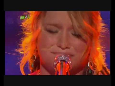 CRYSTAL BOWERSOX DOES A STUNNING PERFORMANCE FOR AMERICAN IDOL TITLE!  UP TO THE MOUNTAIN (HQ)