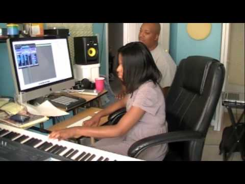 Ms.instrumental and Guzy collab making a R&B/hiphop Beat!