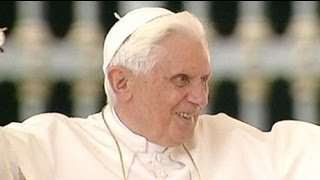 Pope Benedict XVI's lighthearted moments - no comment thumbnail