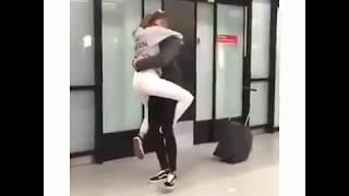 Ketika Seorang Wanita Bertemu Dengan Pacarnya Yg Sudah Lama Ldr !!!
