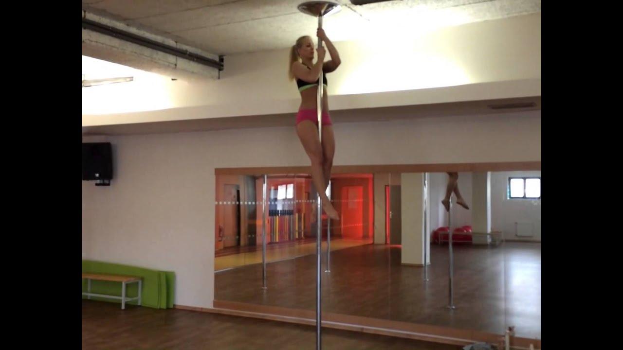 daniela katzenberger pole dance