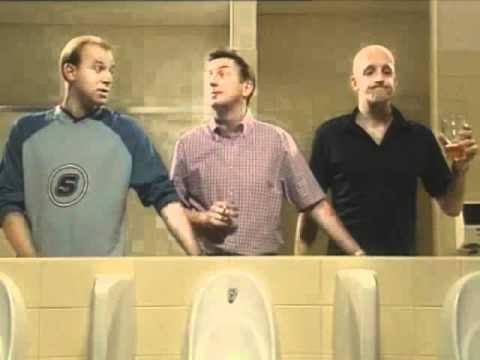Zungenspiele mit deutschem Pärchen auf der Toilette