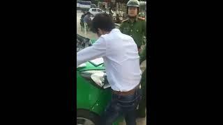 CSTT, taxi đỗ trong sân, bị phạt lỗi đỗ không đúng vị trí, như diễn hài