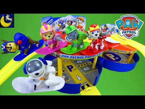 Paw Patrol Winter Rescue Parking Lot Garage Playset with Snowboard Pup Toys and Racers Vehicles