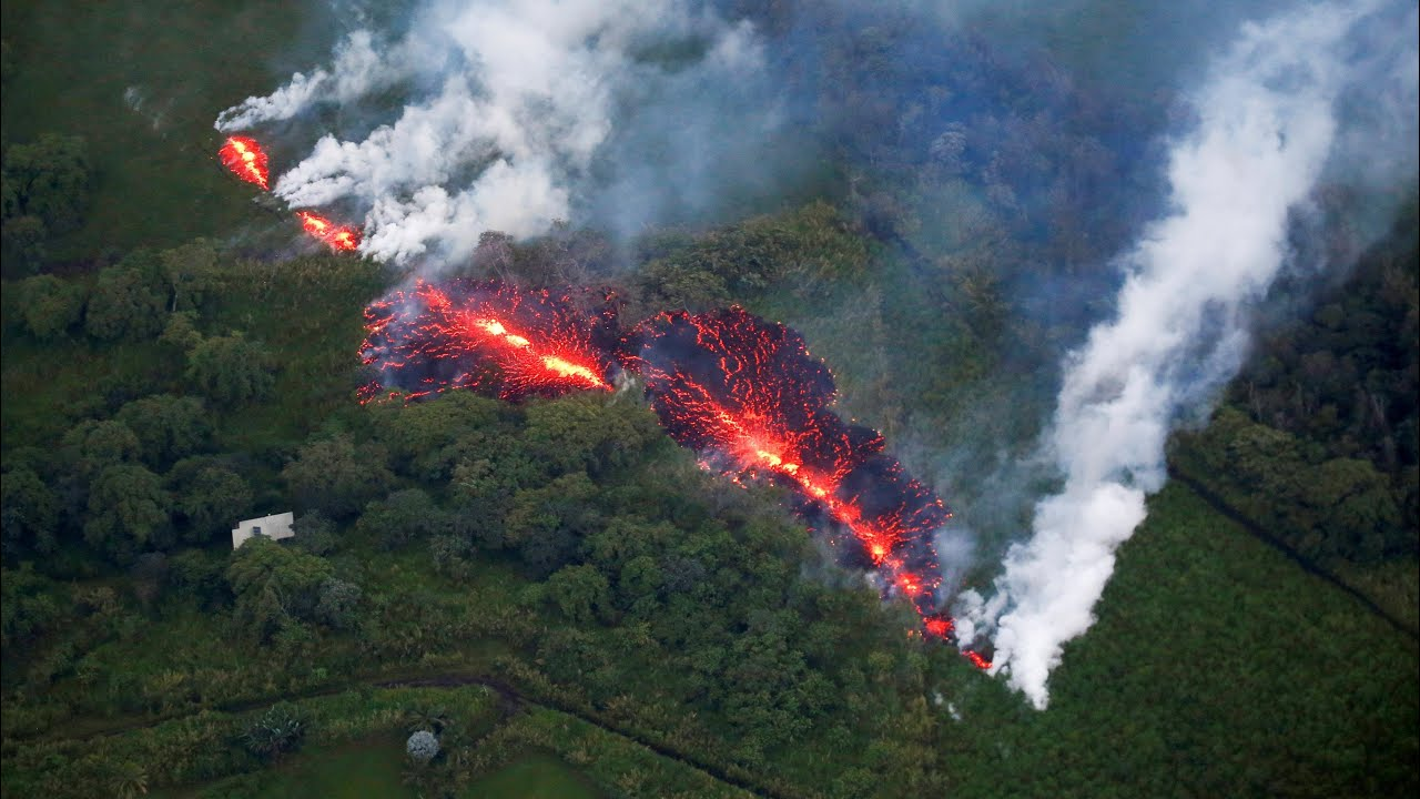hawaii-prepares-for-kilauea-volcano-eruption-as-new-fissure-opens