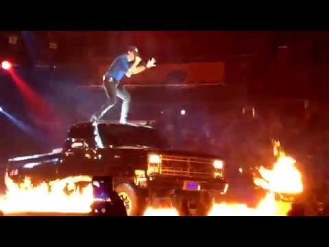 Luke Bryan - That's My Kind of Night Tour 2015. Luke Bryan's Opening Song