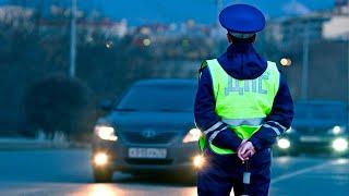 В Нижнем Новгороде женщины-инспекторы поздравили автомобилистов с 23 февраля