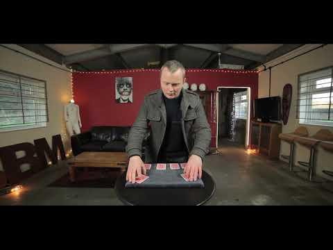 Super Play It Straight by Simon Lovell & Kaymar Magic