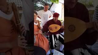 Musica medievale cantata dal Leo, nella città di Verona