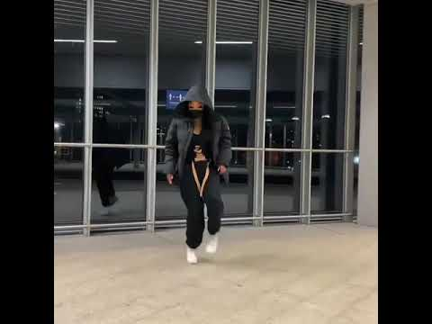 Download OMG!!! best legwork dance approve by Poco lee and naira Marley by a beautiful white lady  #WOW