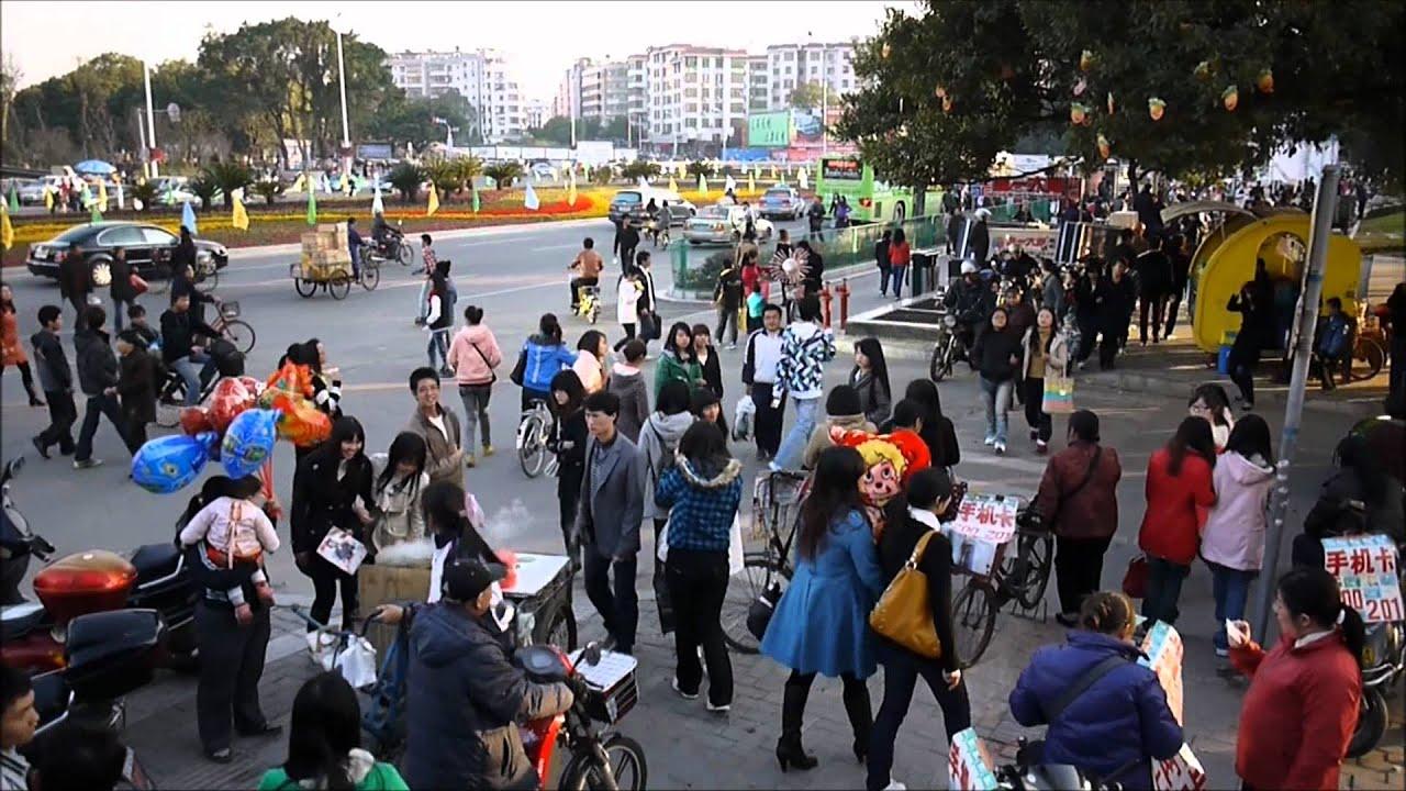 Street Scene in Ganzhou, Jiangxi Province, China - YouTube