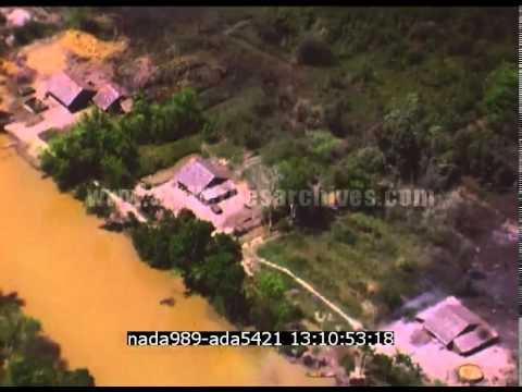 Vietnam : Bombardements au Napalm