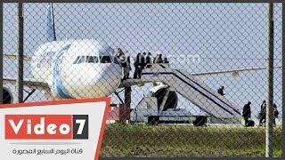وزير الطيران يرفض الإفصاح عن جنسية الخاطف واسمه وجنسيات المفرج عنهم