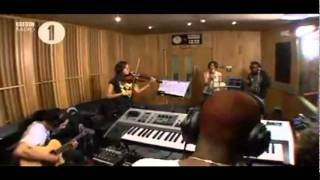 Amelle Berrabah & Tinchy Stryder - Sweet Dreams & Beat Again (Radio 1´ Live Lounge 2007)