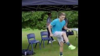 Mesut Özil Sakız Sektiriyor