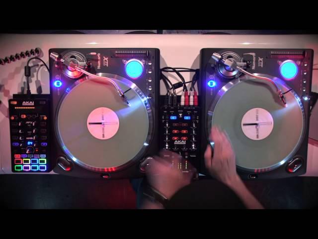 DJ FLY : La routine avec AKAI AMX et AFX et deux TTX Numark (La Boite Noire)