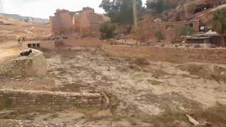 السيول تقتل 11 أشخاص في الأردن والفيضانات تطيح بوزير الأشغال العامة في الكويت…