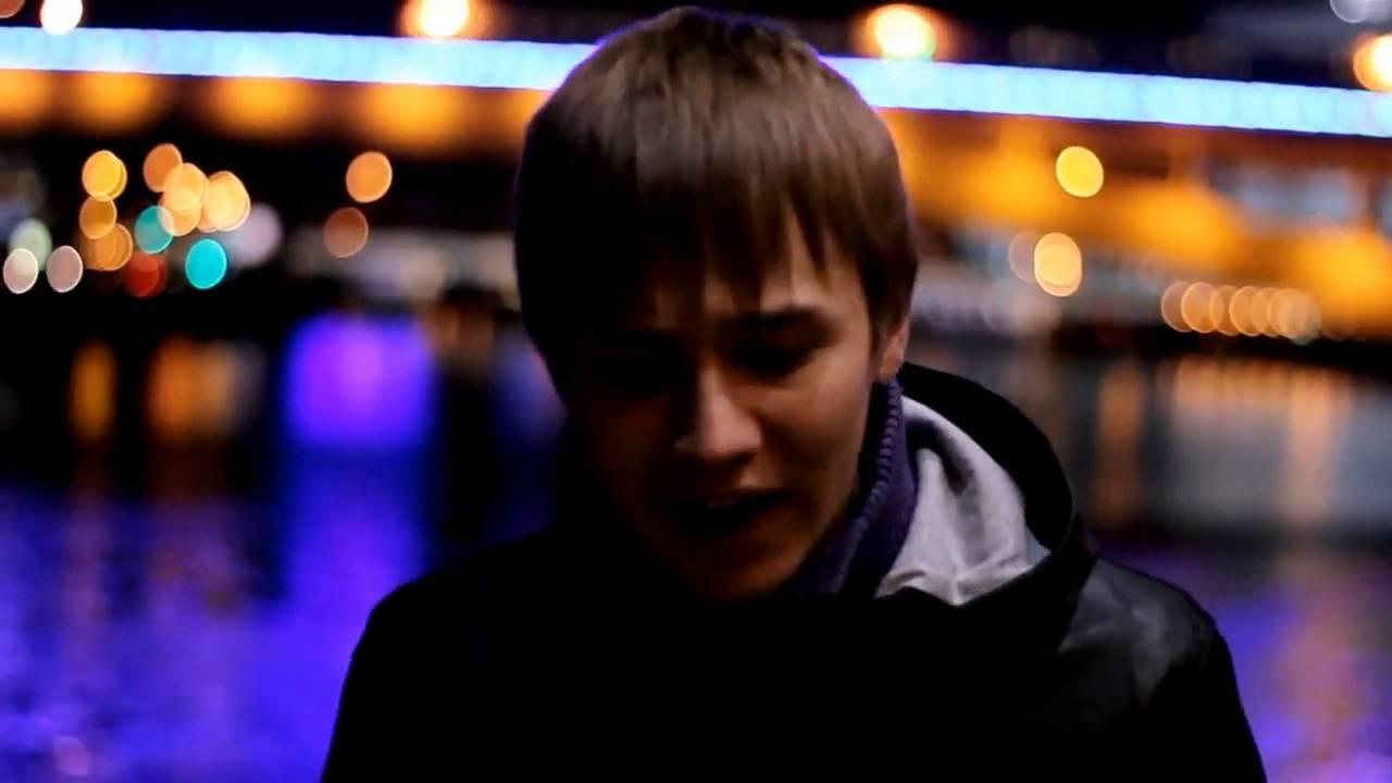 парень поёт песню девушке которая умерла услуги Белореченский