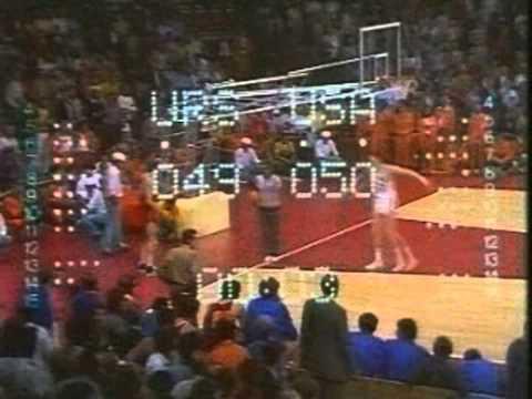 Один из самых драматичных эпизодов Олимпиады в Мюнхене (1972) в финальном матче по баскетболу