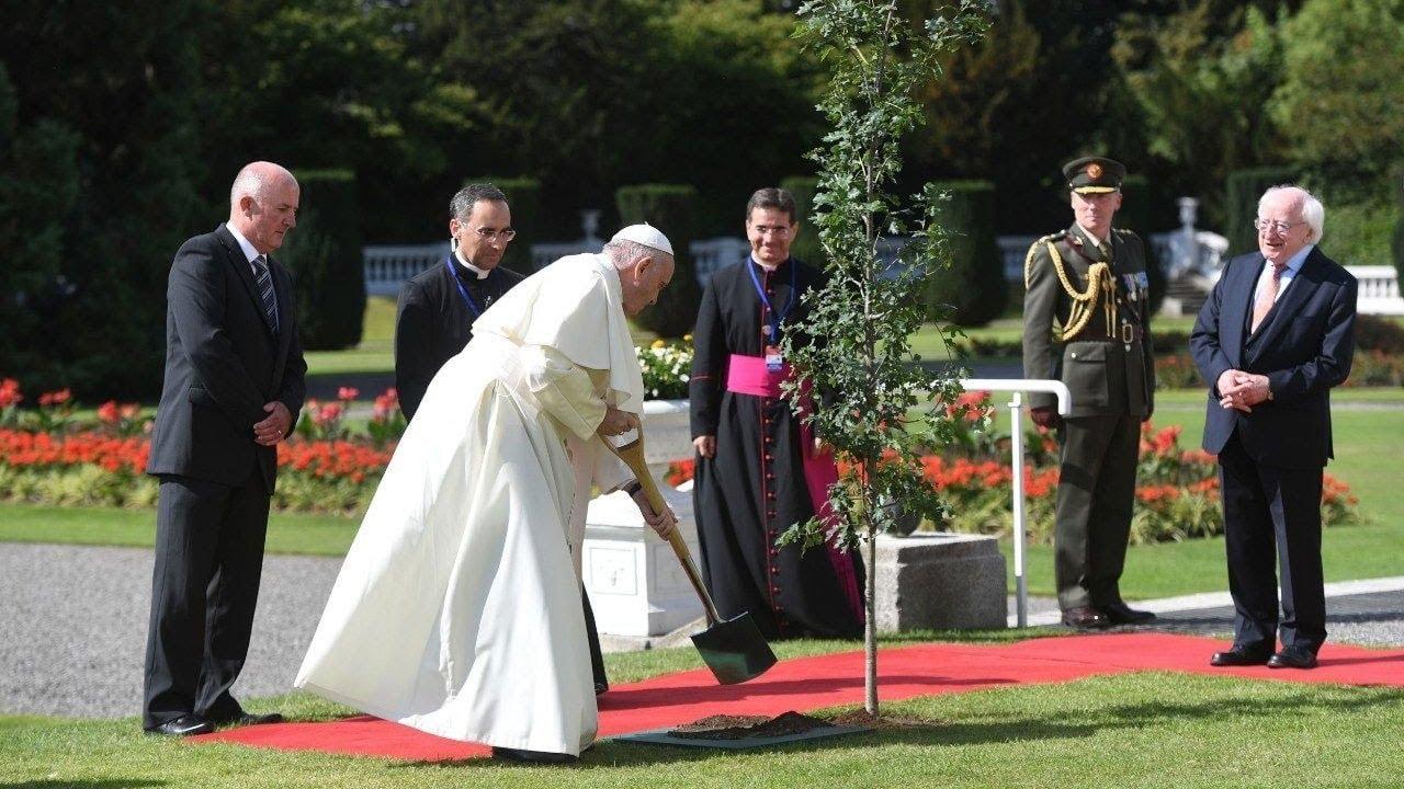 Lễ nghi đón tiếp Đức Thánh Cha tại dinh tổng thống Ái Nhĩ Lan