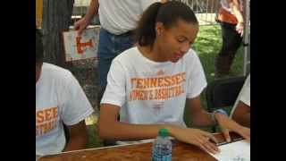 Lady Vol - Vol Village Autographs.wmv