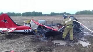 Смотреть видео Пассажиры самолёта, совершившего экстренную посадку в Барнауле, вылетели в Санкт-Петербург онлайн