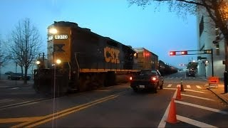 CSX Street Runner Train Shares The Road In The City With Cars