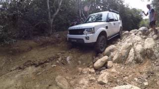 Mcbrides Beach NSW - Land Rover Discovery 4 ( LR4) off road, very tough steep track