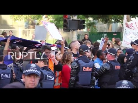 Australia: Tensions high as protesters and supporters of Milo Yiannopoulos face off in Melbourne