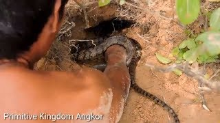Primitive Technology -Brave man Catching Snake By Hand & Amazing man Playing With Snake