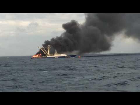 767 kebakaran di laut marshall island 03-08 n 168-13e(1)