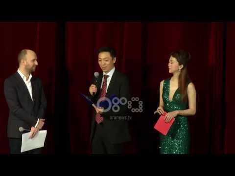 Ora News - Viti i Ri kinez, të rinjtë e Akademisë së Dancit të Pekinit performojnë në Tiranë