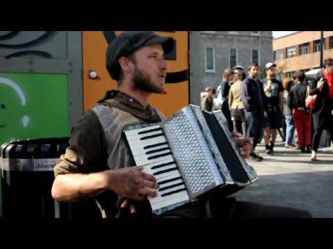 Scott Dunbar One Man Band Singing Wagon Wheel - DSC 2093