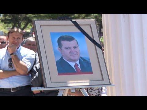Report TV - Lezhë, mbahet ceremonia mortore e deputetit Gjovalin Kadeli
