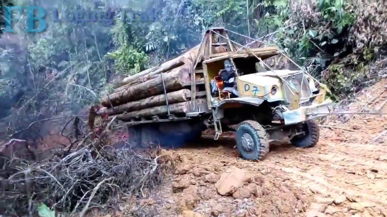 Ford CMP With Caterpillar In Hard Pull at Hill