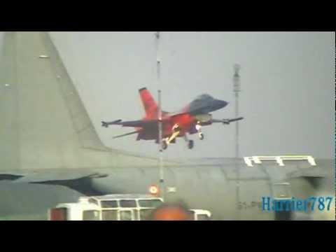 F-16 Demo Team - Royal Netherlands Air Force - Air Show Radom 2011 - Poland