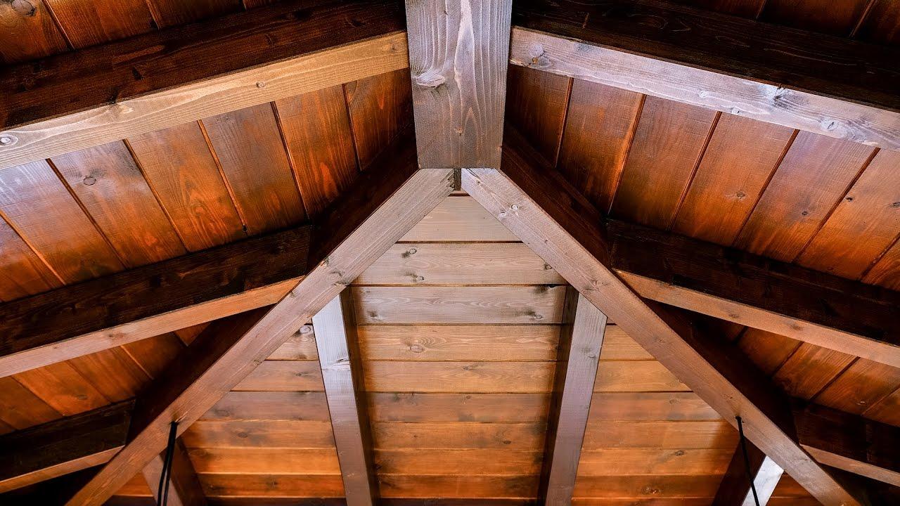 Porche de madera en 4 aguas youtube for Techos a tres aguas fotos