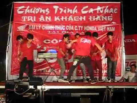 Overkill Ayunpa biểu diễn ở Phú Thiện