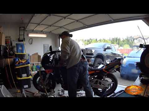 042619 GSXR 750 first time startup after carb cleaning.